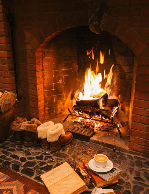 Govi arredamenti come arredare la tua casa in montagna for Casa montagna camino